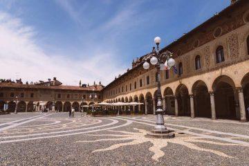 Vigevano, tra la piazza più bella d'Italia e le opere di Leonardo