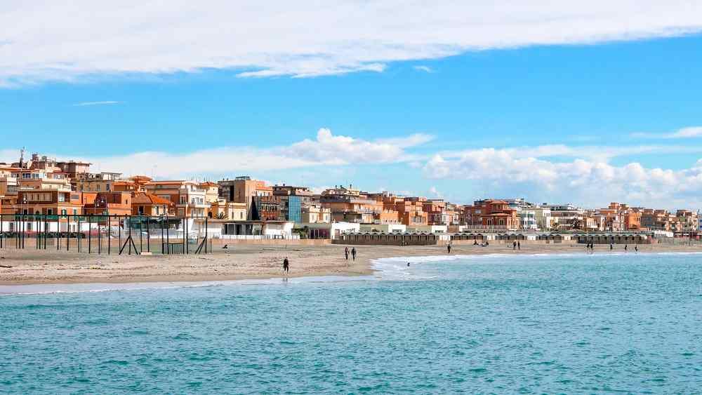 la spiaggia di Ostia
