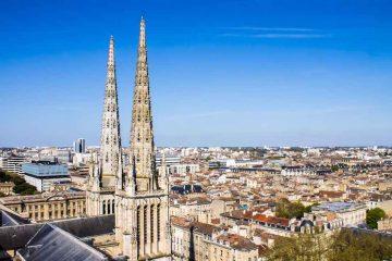 Bordeaux, una città riflessa tra vini e castelli
