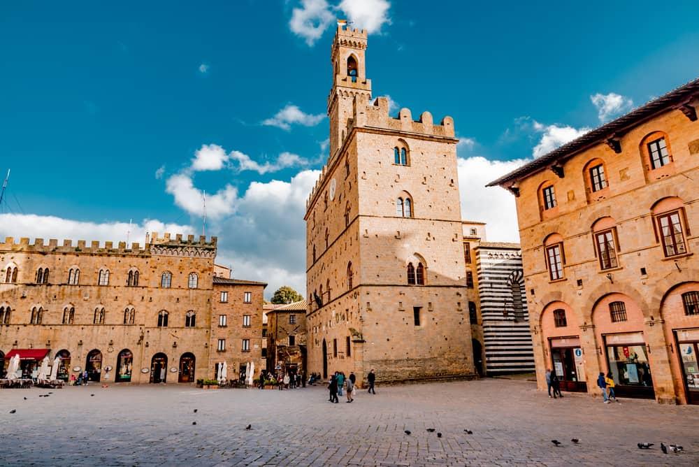 Volterra piazza