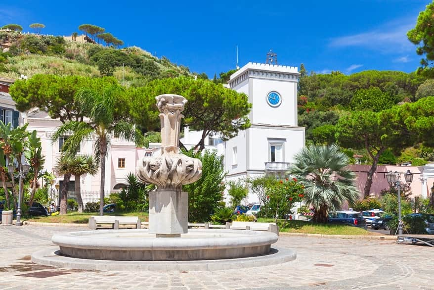 Ischia piazza fontana