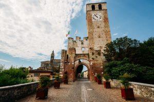 Castellaro Lagusello borgo