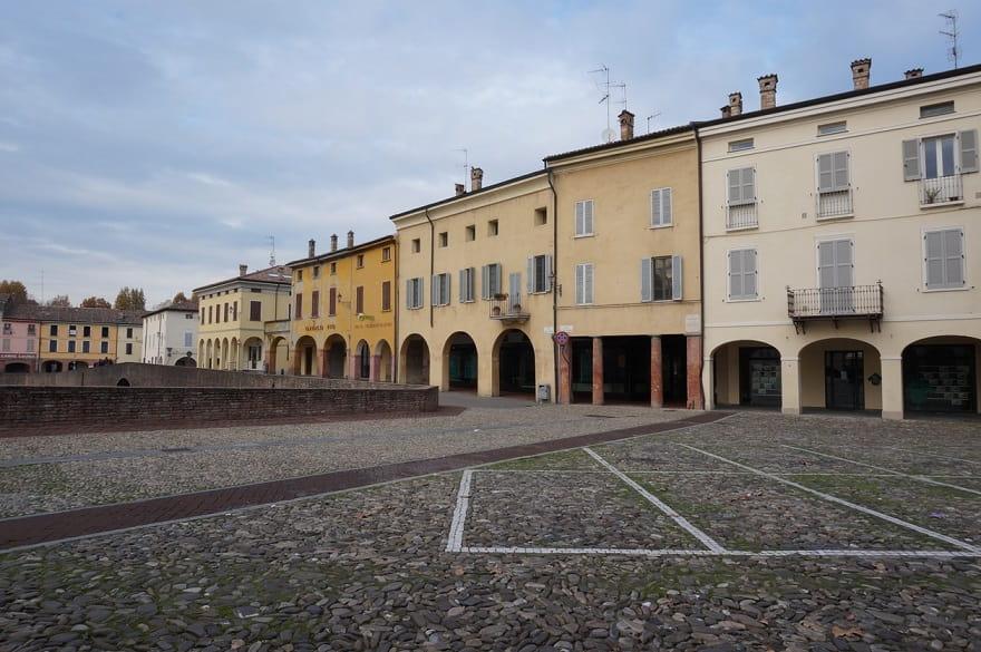 Fontanellato piazza