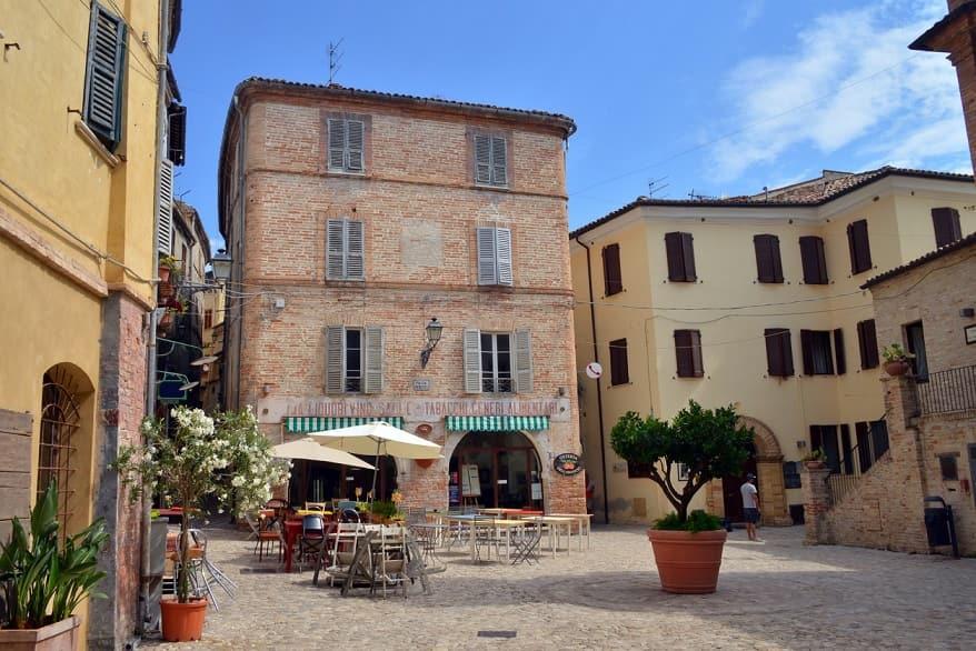 Grottamare borgo piazza