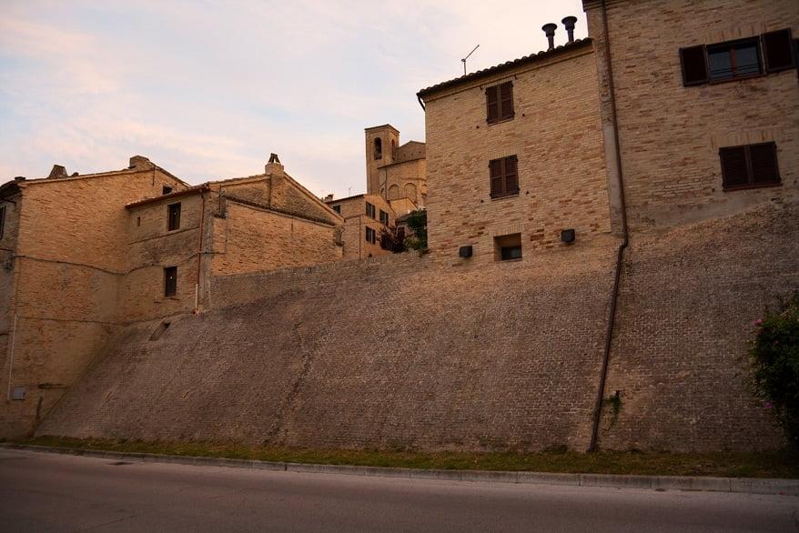 Montelupone borgo mura