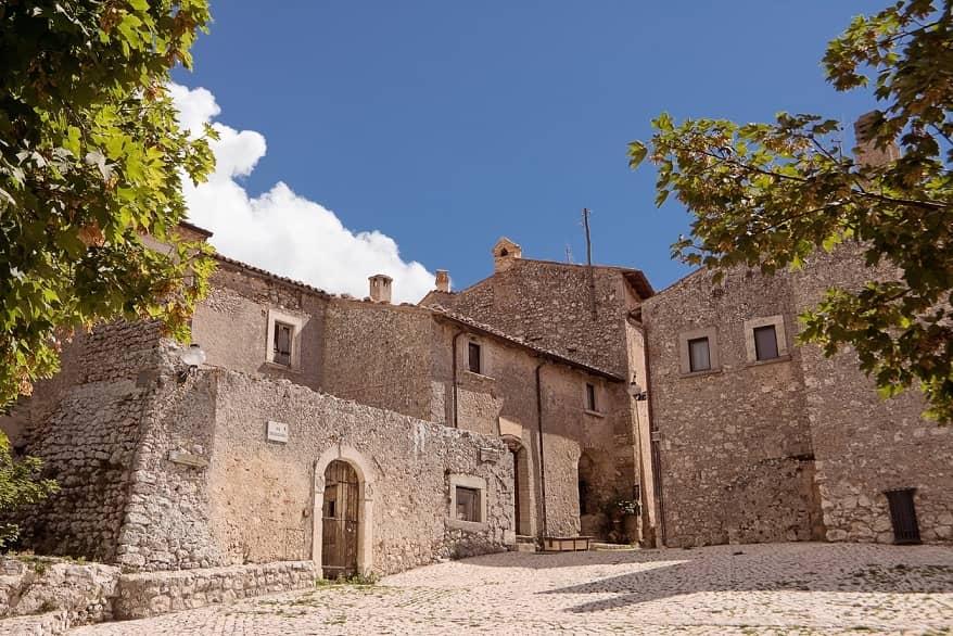 Santo Stefano di Sessanio piazza