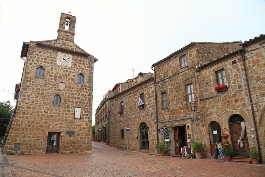 Sovana piazza